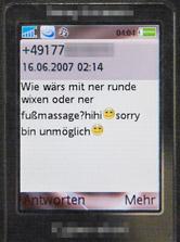 SMS: Wie wärs mit ner runde wixen oder ner fussmassage? hihi :) sorry bin unmöglich :)