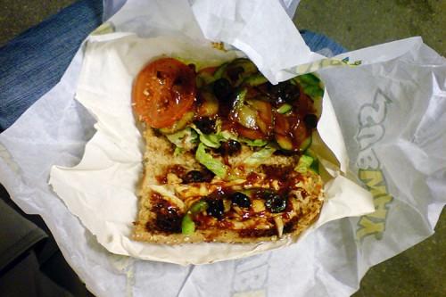 Ein Chicken Wumbiyaki mit einer dreifachen Portion Oliven