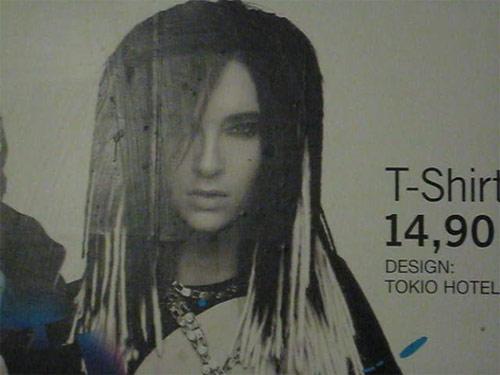 Bill Kaulitz auf einer H&M-Reklame