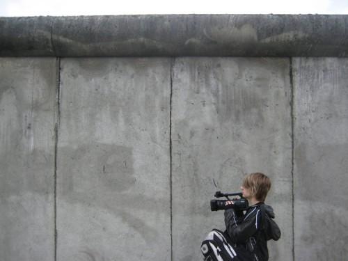 Tom Milsom an der Berliner Mauer