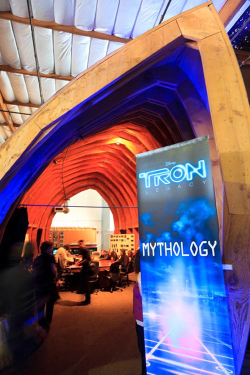 Eine große Arche füllt einen Teil der riesigen Halle bei Digital Domain. In diesem Raum wurden Teile der Interviews abgehalten.