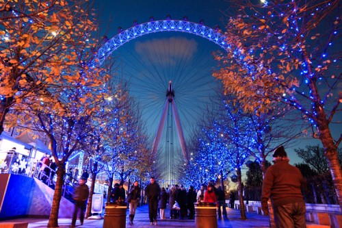 Das London Eye Ende November in TRON: Legacy-Farben