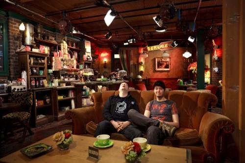 """Batz und manniac auf der """"Friends""""-Couch"""